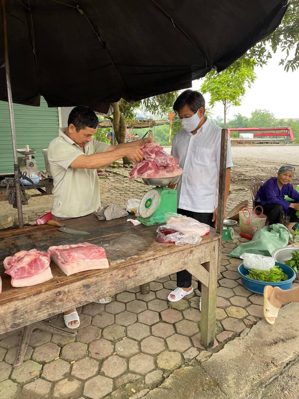 Ông Đoàn Ngọc Hải tự tay mua 50kg thịt heo loại ngon nhất  cho các bé ăn dần ở Na Rì - Bắc Kạn - Ảnh 3.