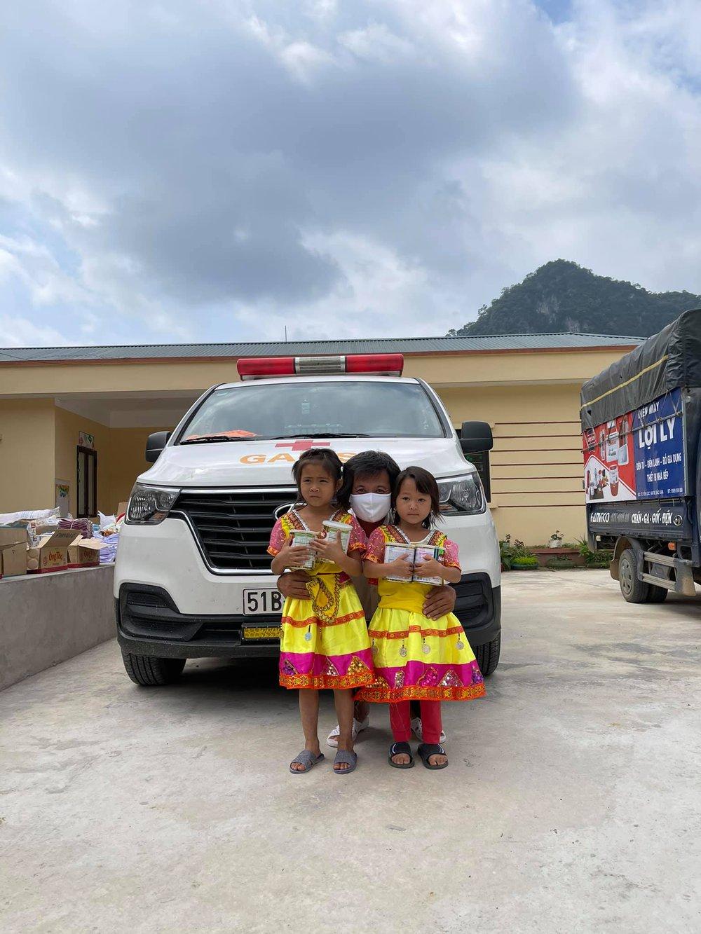 Ông Đoàn Ngọc Hải tự tay mua 50kg thịt heo loại ngon nhất  cho các bé ăn dần ở Na Rì - Bắc Kạn - Ảnh 5.