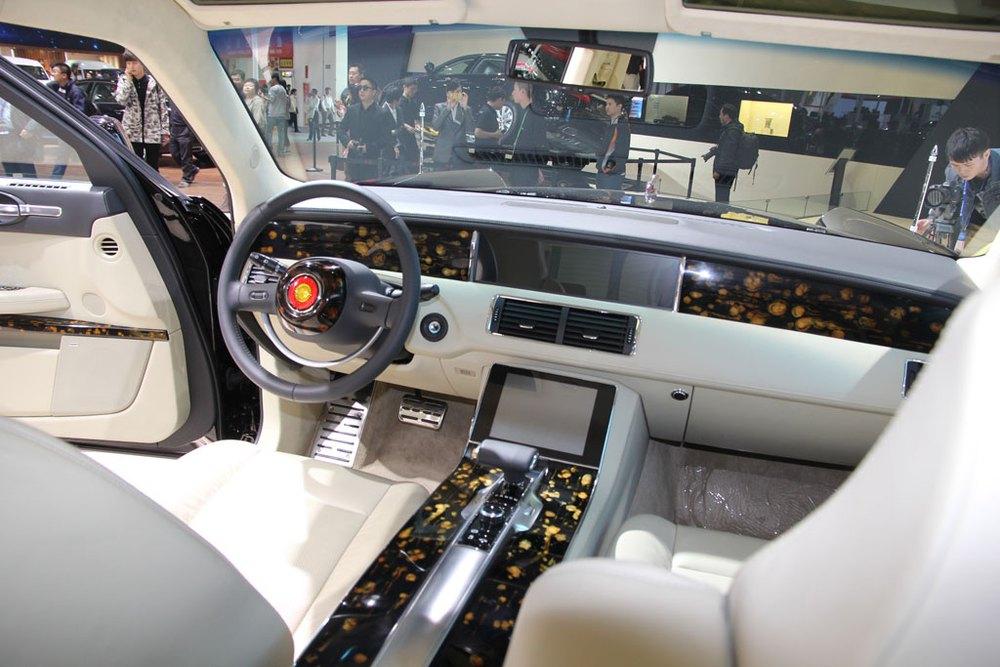 Khám phá chiếc xe người Trung Quốc tự hào: Đầy gỗ sưa đỏ, phiên bản dân sự giá 16 tỷ - Ảnh 2.