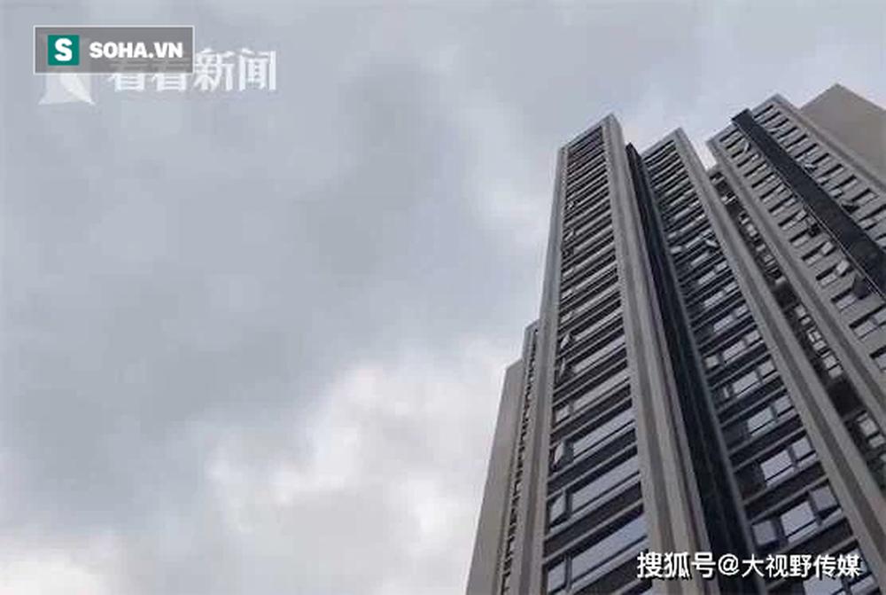 Người dân sống trên chung cư thẳng tay ném… phân xuống dưới, siêu thị tầng 1 hứng trọn hơn 40 lần - Ảnh 4.