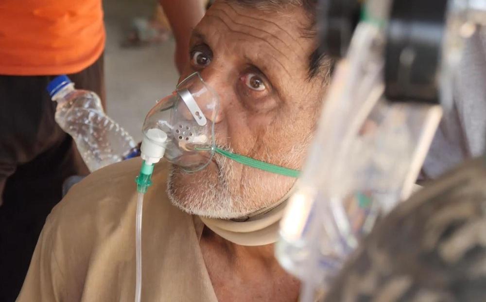 Bác sĩ làm việc 45 năm trong bệnh viện ở Ấn Độ: Chúng tôi đau quá, không muốn sống nữa