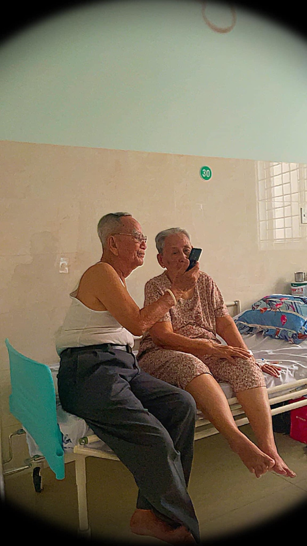 Cuộc gặp mặt nhờ mai mối và chuyện tình kéo dài hơn 6 thập niên của 2 ông bà khiến tất cả ngưỡng mộ - Ảnh 5.