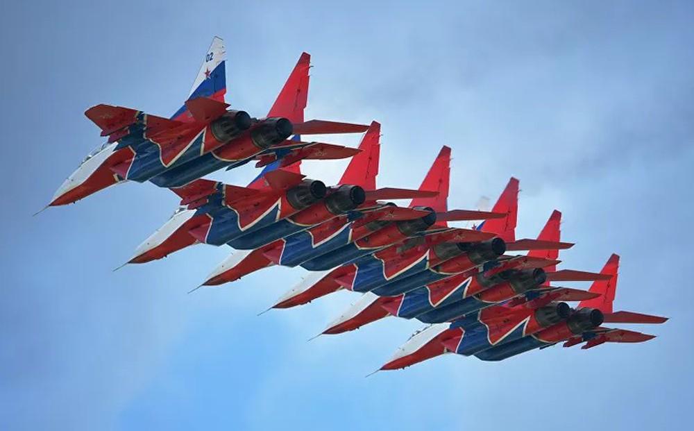 Những điều ít biết về phi đội nhào lộn huyền thoại chuyên bay MiG-29 của không quân Nga - Ảnh 2.