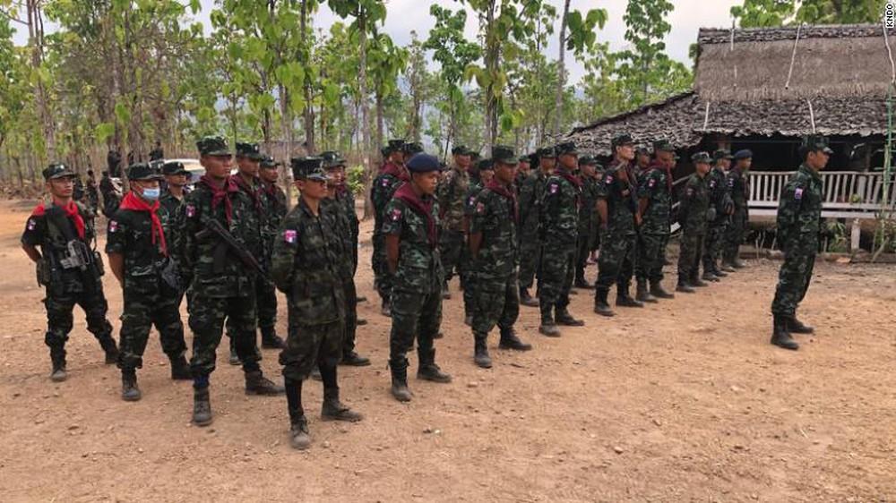 Sợ lựu đạn và súng cối của quân đội: Dân biểu tình Myanmar đổ xô học bắn súng, có thể học cả chế tạo bom - Ảnh 2.