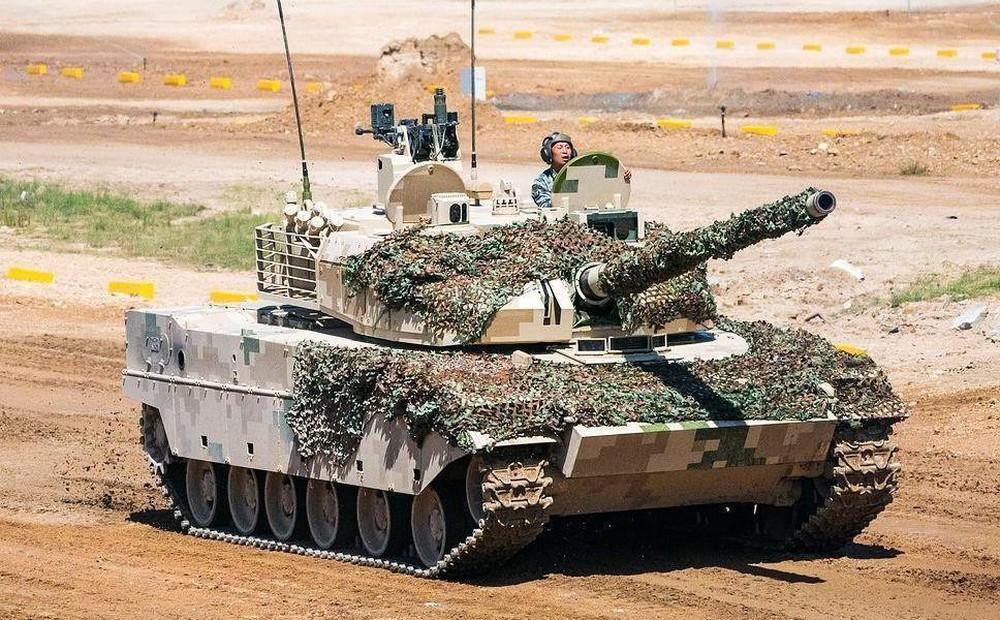 Cuộc đấu xe tăng Trung Quốc-Ấn Độ trên nóc nhà thế giới Himalaya lạnh giá - Ảnh 1.