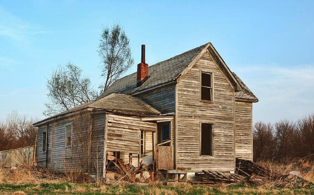 Tu sửa ngôi nhà bỏ hoang nhiều năm của ông bà, cháu trai phát hiện bí mật chưa từng được tiết lộ
