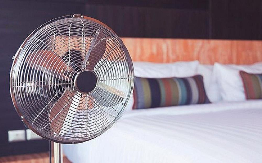 Mùa hè thường xuyên phải dùng đến quạt, áp dụng 1 trong 5 cách này, bạn sẽ tiết kiệm được khá nhiều tiền điện