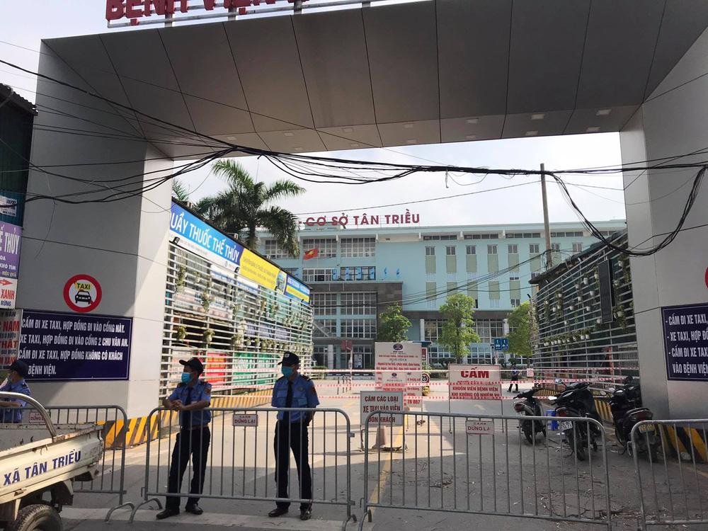 Bệnh viện K Trung ương tạm thời phong tỏa cả 3 cơ sở, Thứ trưởng Bộ Y tế nói  có 10 ca dương tính SARS-CoV-2 - Ảnh 4.