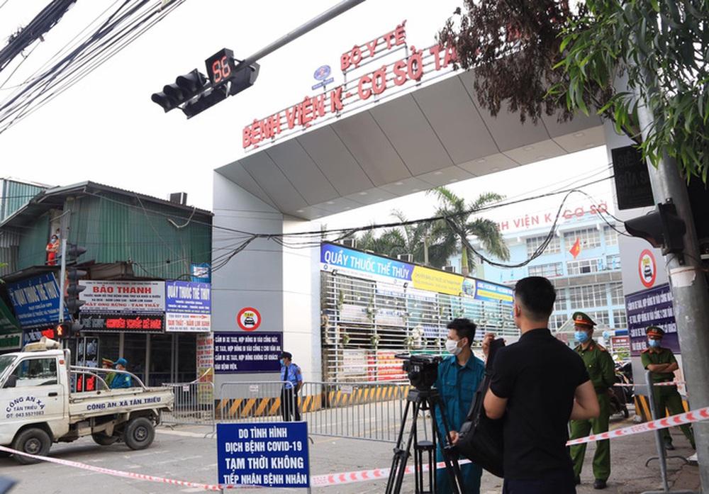 Cận cảnh Bệnh viện K Tân Triều dựng rào chắn, dừng tiếp nhận bệnh nhân  - Ảnh 1.