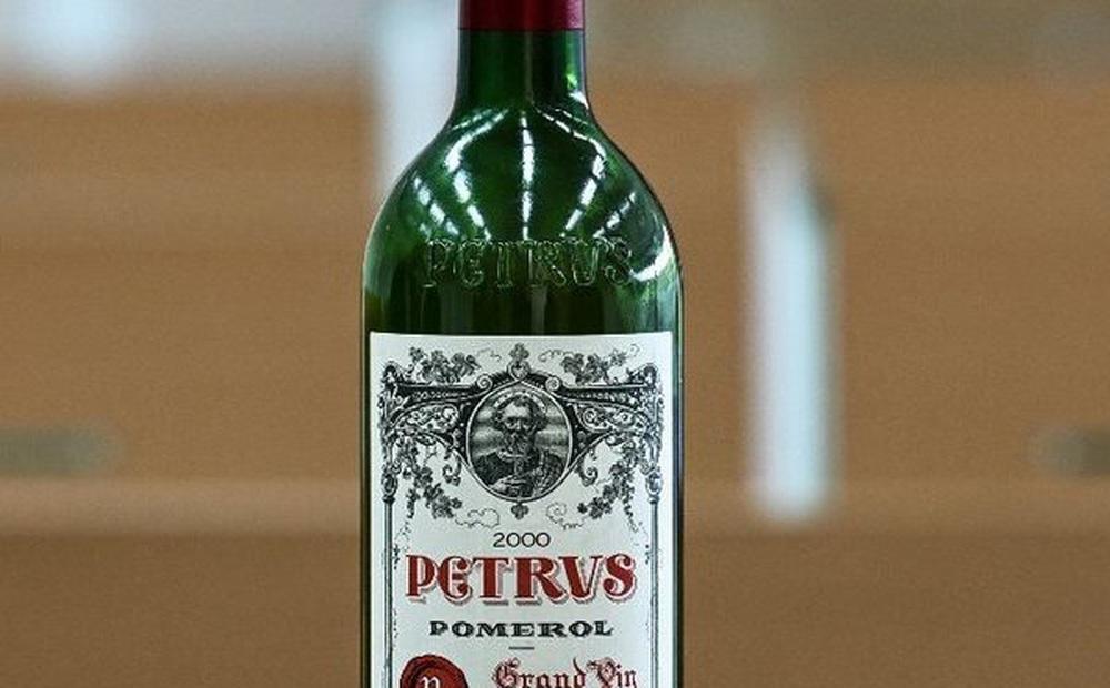 Chai rượu vang được ủ ngoài không gian có giá bao nhiêu?