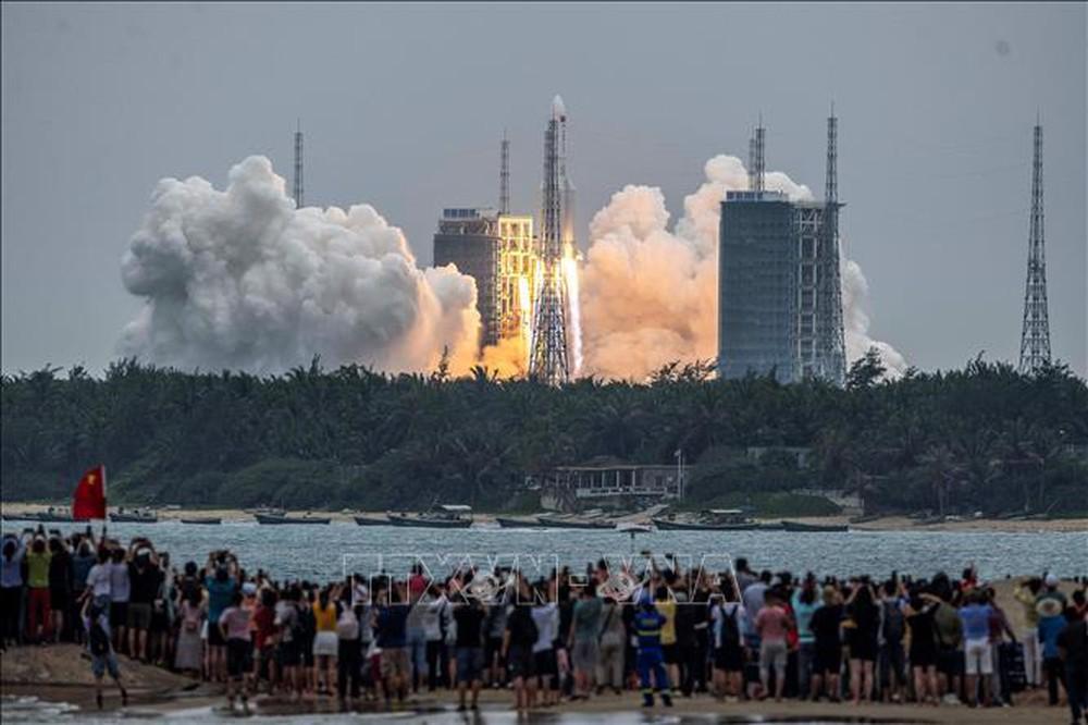 Tranh cãi về tên lửa sắp rơi không kiểm soát xuống Trái Đất, căng thẳng Mỹ-Trung lan sang vũ trụ - Ảnh 1.