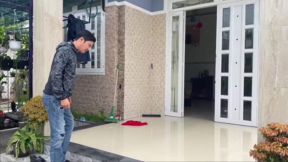 Tiết Cương đến thăm nhà PGĐ Điền Quân Khương Dừa, bị một phụ nữ đuổi mắng - Ảnh 1.