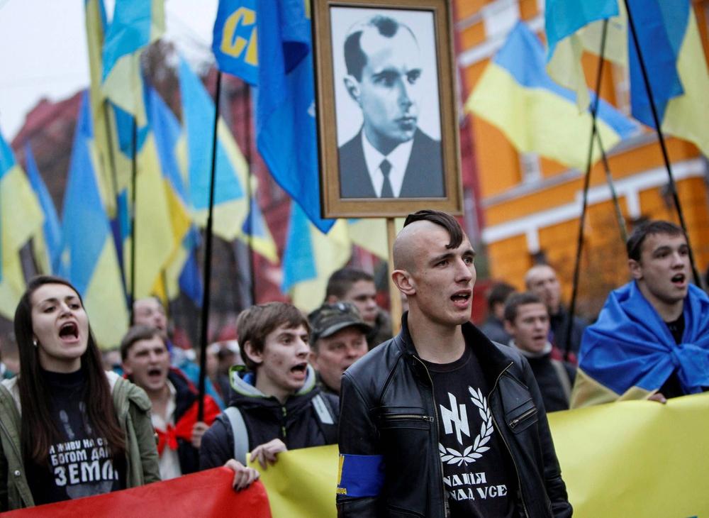 Cuộc chiến của Ukraine với Ngày Chiến thắng: Cố bắn vào quá khứ bằng súng lục? - Ảnh 9.
