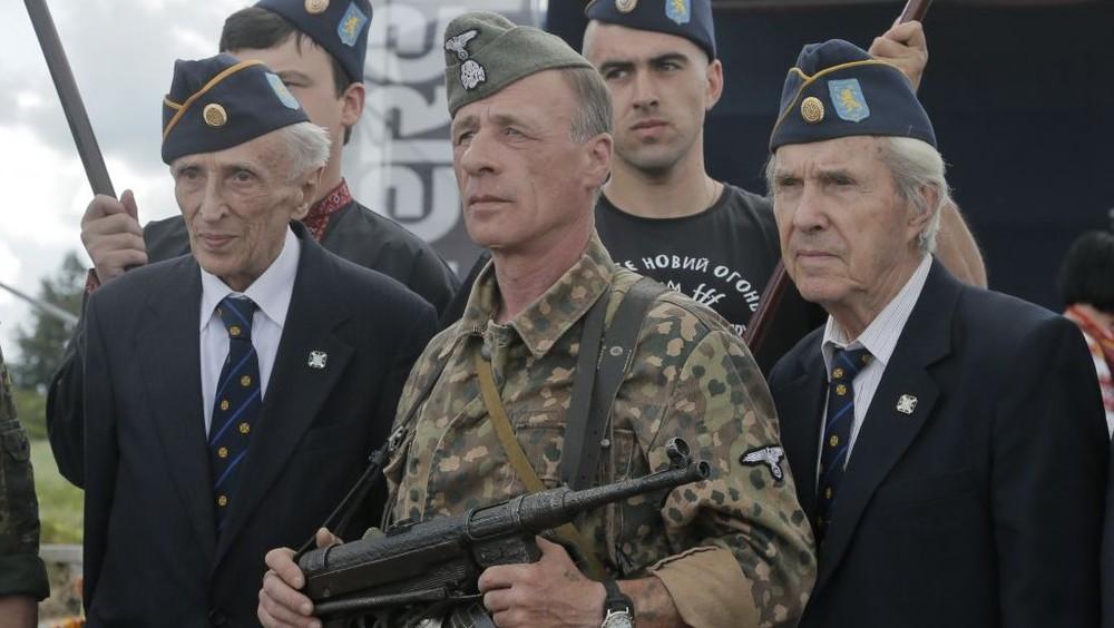 Cuộc chiến của Ukraine với Ngày Chiến thắng: Cố bắn vào quá khứ bằng súng lục? - Ảnh 7.