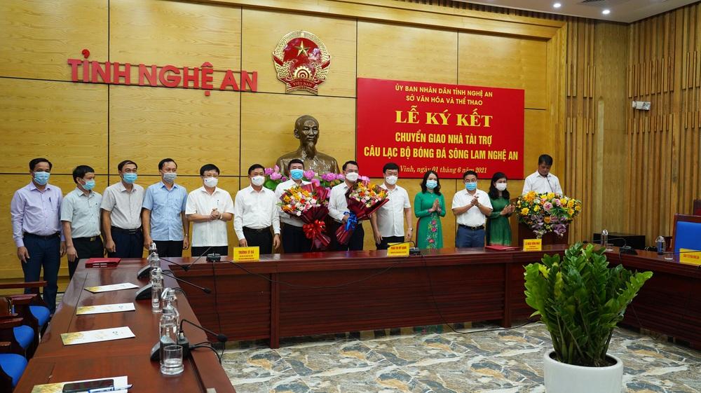 Sau hàng loạt thương vụ bom tấn, CLB V.League chính thức công bố đại gia chống lưng - Ảnh 2.
