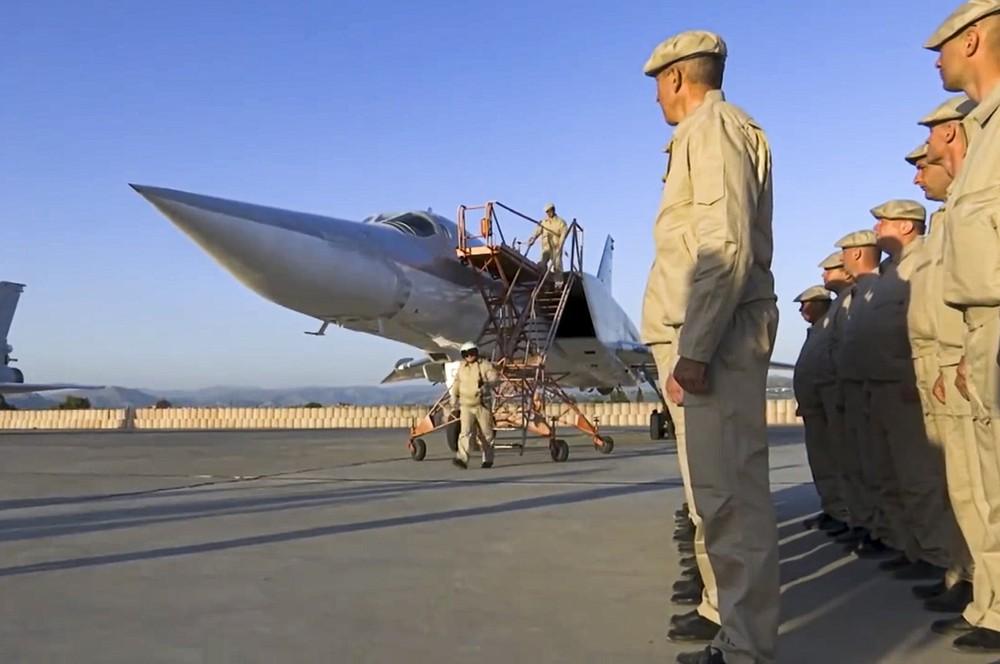 Nga giăng bẫy ở Địa Trung Hải: Toàn bộ lực lượng Mỹ, Anh – NATO đi vào cửa tử - Sẽ được nếm đòn của TT Putin! - Ảnh 3.
