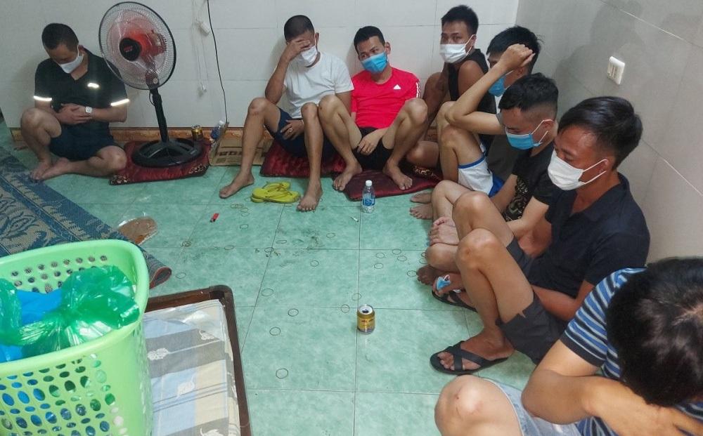 Bắt sới bạc ở Hà Tĩnh: Nhiều con bạc liều lĩnh nhảy từ tầng 3 khách sạn để chạy trốn
