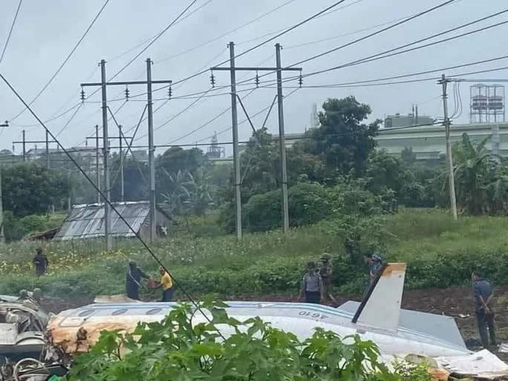 Myanmar: Máy bay quân sự gặp nạn, ít nhất 20 người thương vong - Ảnh 1.