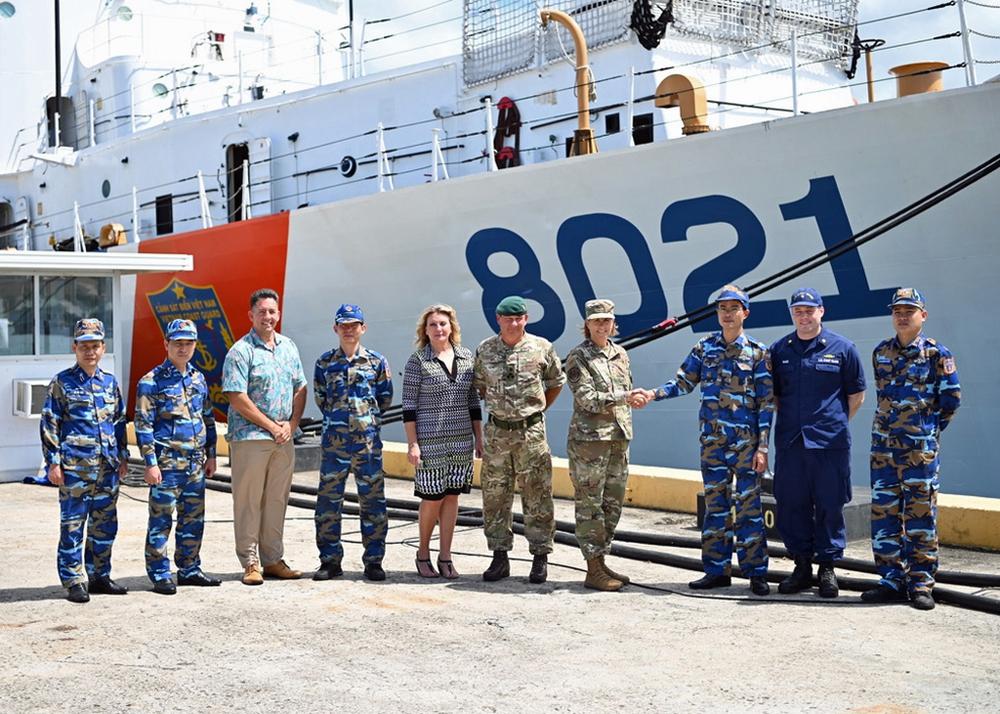 Hai tướng Mỹ lên thăm tàu Cảnh sát biển CSB 8021 bàn giao cho Việt Nam: Cập nhật mới nhất về hành trình về nước - Ảnh 2.