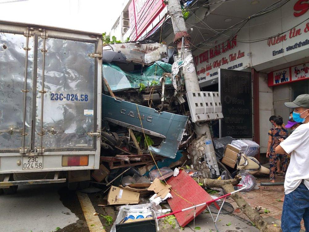 Vụ tài xế đánh lái tránh 2 người đi xe máy ở Hà Giang: Đã xác định tốc độ xe ở thời điểm tai nạn - Ảnh 1.