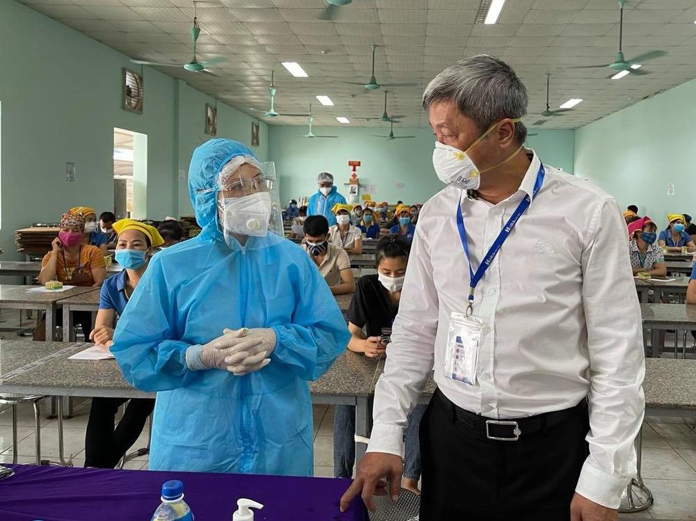 Chuyên gia Bộ Y tế chỉ ra ba chân kiềng giúp Bắc Giang chống dịch ở điểm yếu - Ảnh 1.