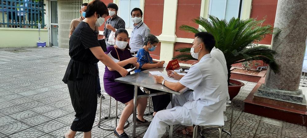 Vắc xin Covid-19 made in Việt Nam: Ít tác dụng phụ hơn AstraZeneca, Pfizer, chuyên gia nói gì về tính an toàn? - Ảnh 1.