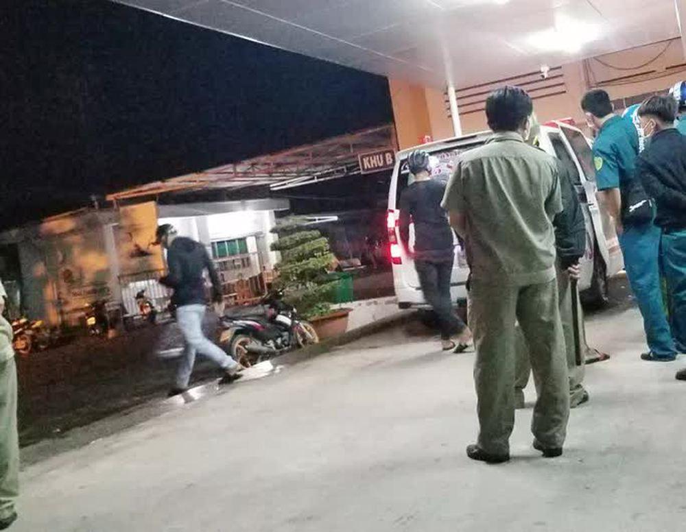 Nghi phạm truy sát tại bệnh viện khiến 1 người chết, 2 bị thương đã ra đầu thú - Ảnh 1.