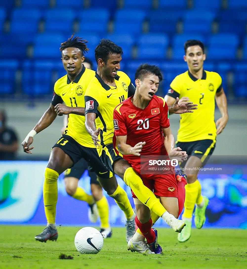 Chùm ảnh tuyển Việt Nam hân hoan với niềm vui chiến thắng Malaysia - Ảnh 12.