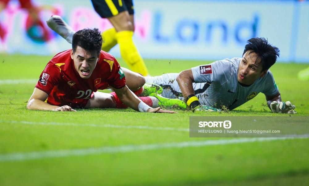Chùm ảnh tuyển Việt Nam hân hoan với niềm vui chiến thắng Malaysia - Ảnh 14.