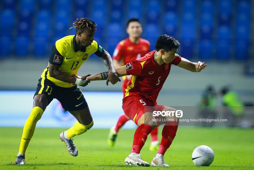 Chùm ảnh tuyển Việt Nam hân hoan với niềm vui chiến thắng Malaysia - Ảnh 15.