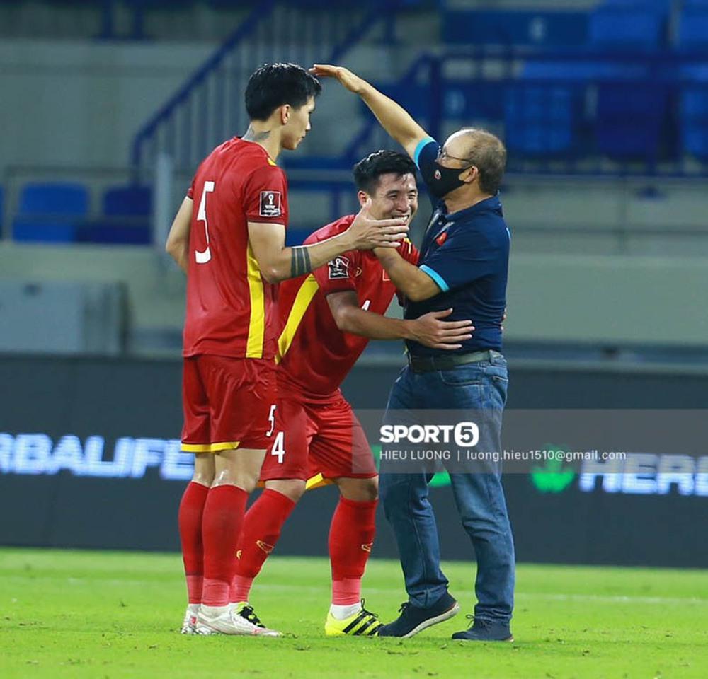 Chùm ảnh tuyển Việt Nam hân hoan với niềm vui chiến thắng Malaysia - Ảnh 17.