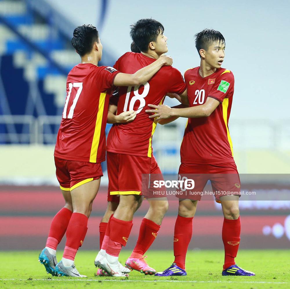 Chùm ảnh tuyển Việt Nam hân hoan với niềm vui chiến thắng Malaysia - Ảnh 18.