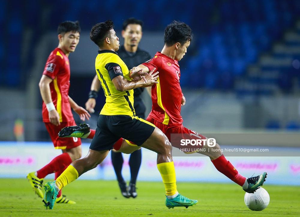 Chùm ảnh tuyển Việt Nam hân hoan với niềm vui chiến thắng Malaysia - Ảnh 5.