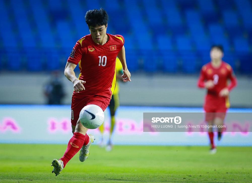 Chùm ảnh tuyển Việt Nam hân hoan với niềm vui chiến thắng Malaysia - Ảnh 7.