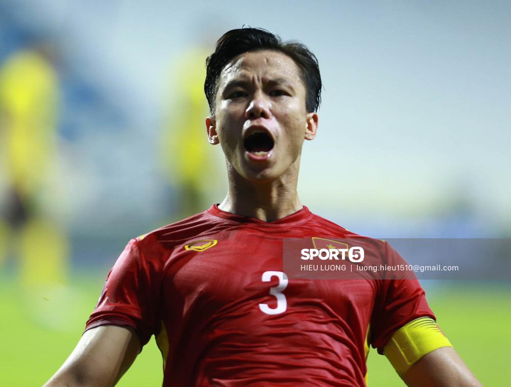 Chùm ảnh tuyển Việt Nam hân hoan với niềm vui chiến thắng Malaysia - Ảnh 9.