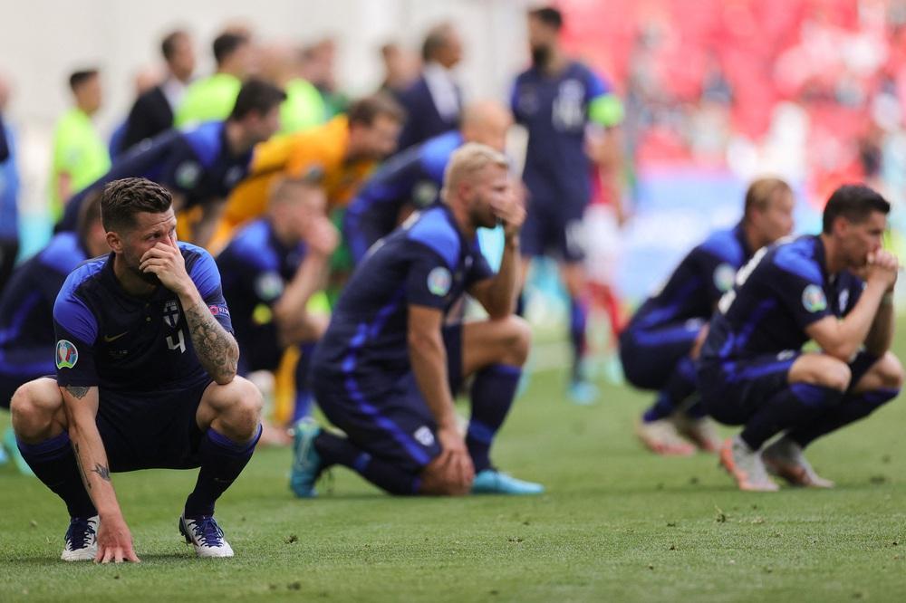 SỐC: Trận Euro phải hoãn vì ngôi sao đột quỵ ngay trên sân, may mắn đã qua cơn nguy kịch - Ảnh 2.