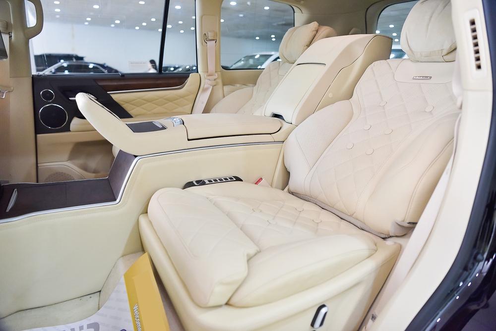 Lexus LX570 phiên bản Dubai (UAE) ngay tại Việt Nam: Ngay trong xe có một bầu trời sao tuyệt đẹp! - Ảnh 2.
