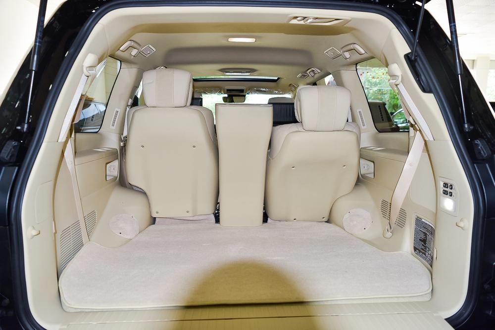 Lexus LX570 phiên bản Dubai (UAE) ngay tại Việt Nam: Ngay trong xe có một bầu trời sao tuyệt đẹp! - Ảnh 3.