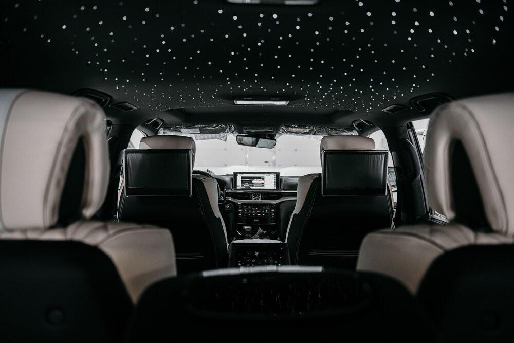 Lexus LX570 phiên bản Dubai (UAE) ngay tại Việt Nam: Ngay trong xe có một bầu trời sao tuyệt đẹp! - Ảnh 4.