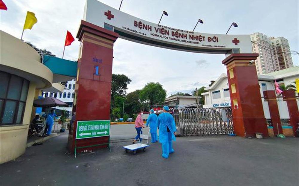 Thứ trưởng Bộ Y tế: Cần nhanh chóng tìm nguồn lây tại BV Bệnh Nhiệt đới TP HCM