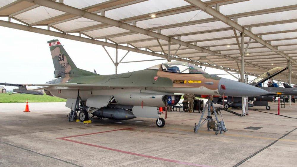 Mỹ sơn F-16 giống màu tiêm kích Không quân Việt Nam: Những điều thú vị từ camo ngụy trang - Ảnh 1.