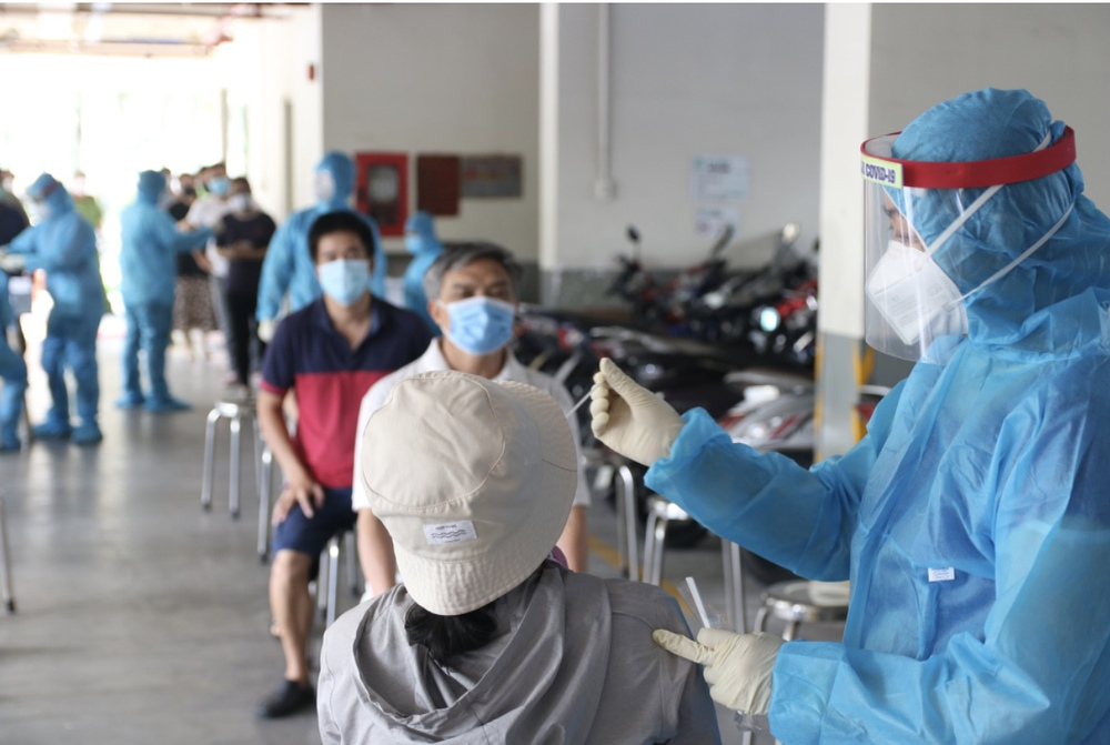 Giám đốc Sở Y tế: 4 lý do khiến dịch ở TP Hồ Chí Minh lây lan nhanh và phức tạp - Ảnh 1.