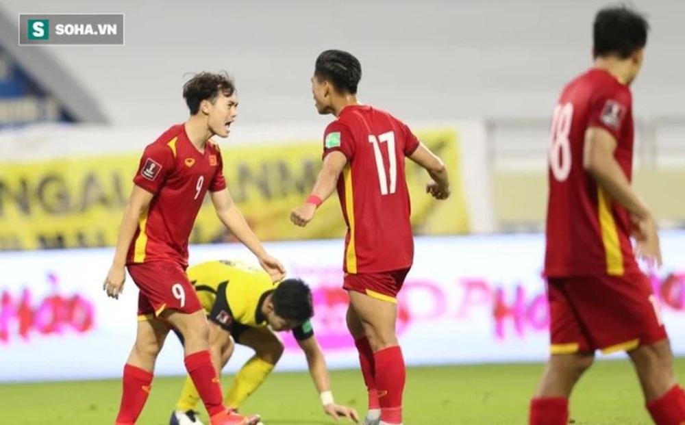 """Báo Trung Quốc thừa nhận tuyển Việt Nam mạnh hơn đội nhà, mong được binh đoàn thầy Park """"hỗ trợ"""""""