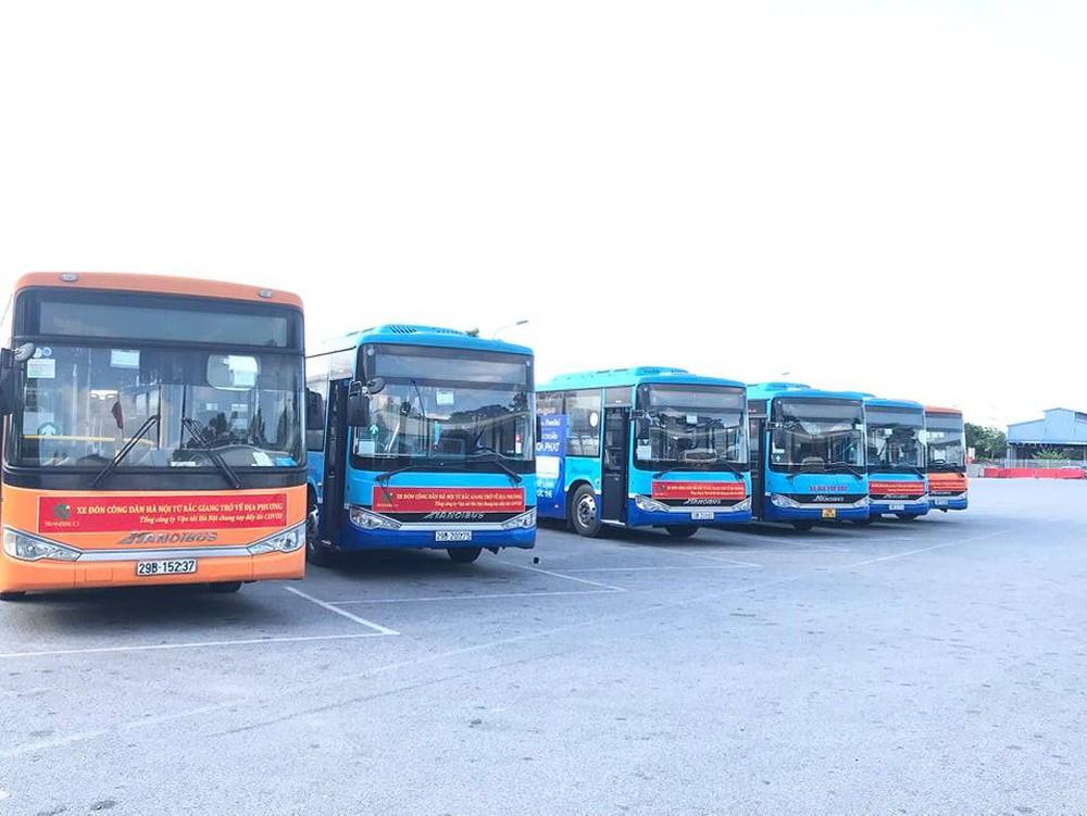 20 xe buýt đến tâm dịch Bắc Giang đón gần 290 người về Hà Nội - Ảnh 7.