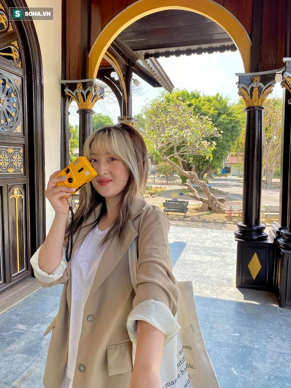 Tình cờ gặp HLV Park Hang-seo trong nhà hàng, cô gái có lời đề nghị và cái vẫy tay của ông thầy người Hàn - Ảnh 2.