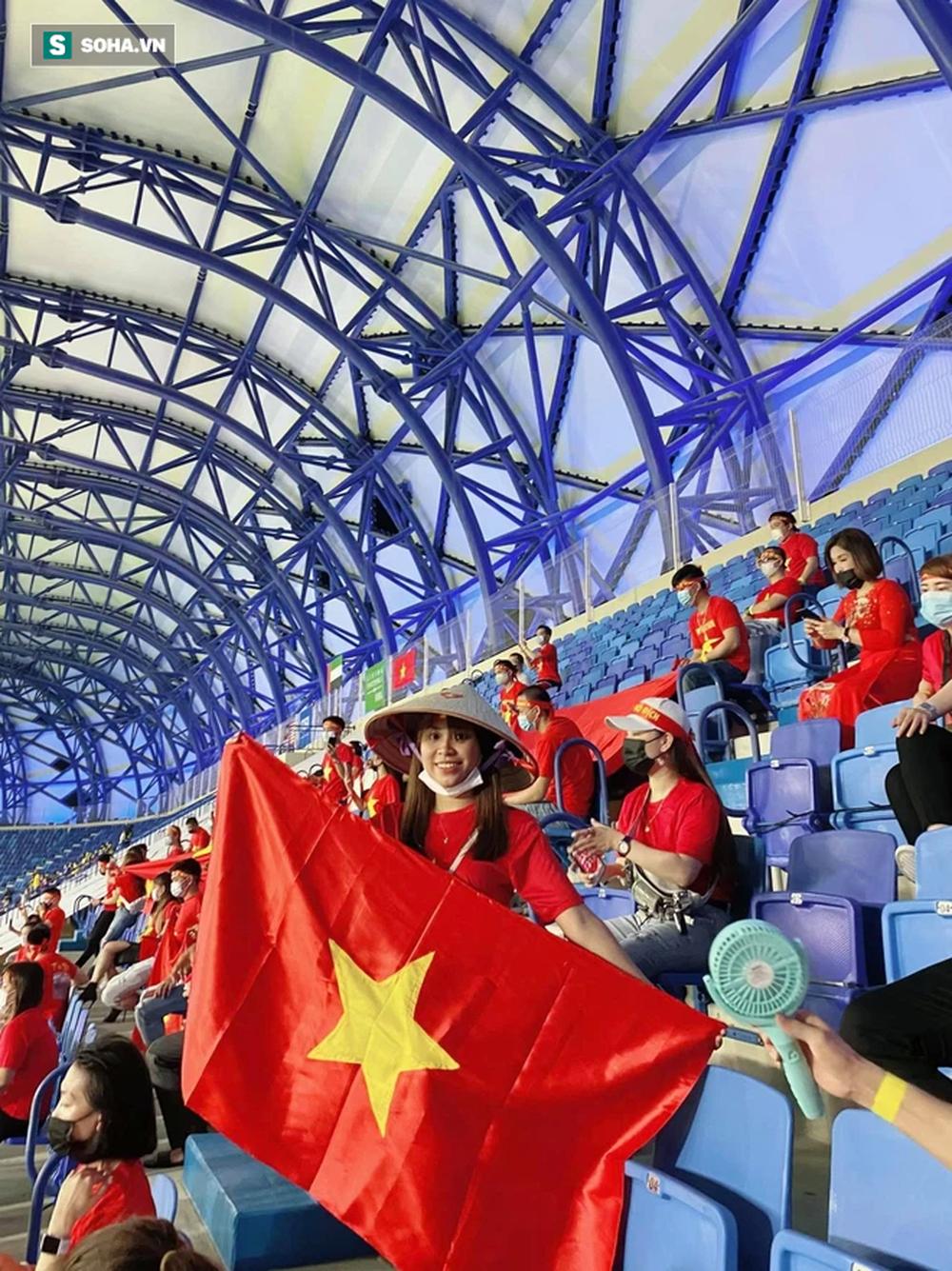 Cô gái tiết lộ chuyện mua vé thần tốc để vào sân xem Việt Nam - UAE: Giá vé khiến nhiều người bất ngờ - Ảnh 1.