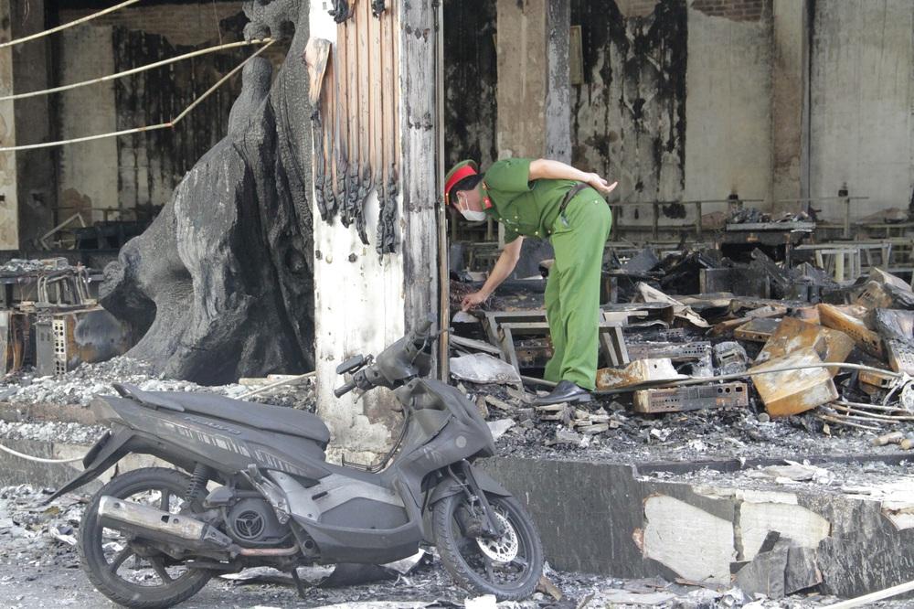Vụ cháy 6 người chết ở Nghệ An xảy ra như thế nào qua lời kể của những nhân chứng đầu tiên tới hiện trường? - Ảnh 8.