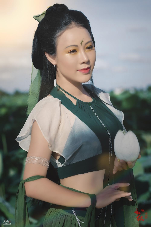 Hoa Trần khoe nhan sắc xinh đẹp - Ảnh 1.