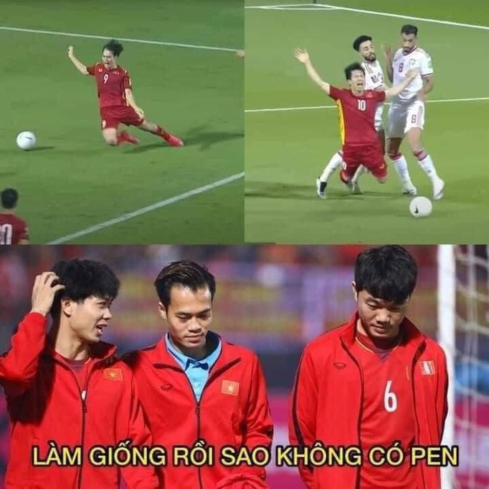 Văn Toàn cà khịa Công Phượng, fan Việt Namcười chảy nước mắt vì loạt ảnh chế hùa theo - Ảnh 2.