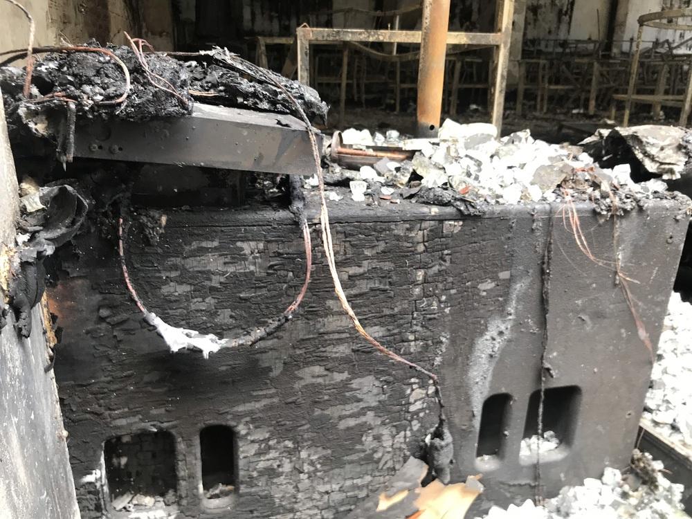 Vụ cháy phòng trà 6 người chết ở Nghệ An: Vì sao các nạn nhân không thoát được ra ngoài? - Ảnh 15.